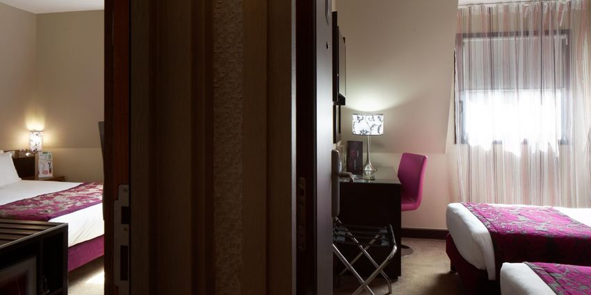 Large holiday inn paris 4179506157 2x1