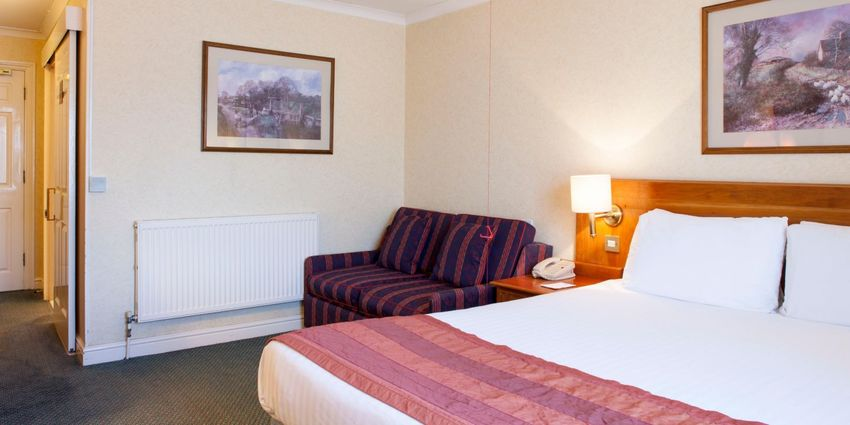 Large holiday inn ipswich 4187756999 2x1
