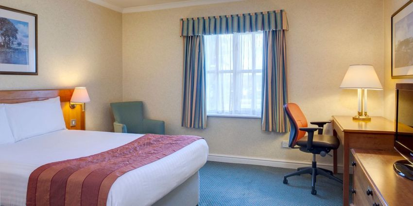 Large holiday inn ipswich 4187757631 2x1