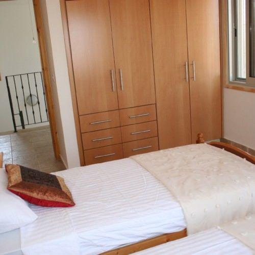 Large twin bedded room 500x500