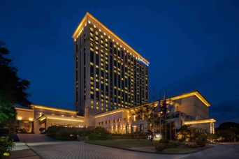 Thumb radisson blu cebu evening facade