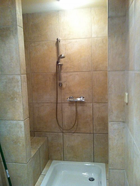 Thumb easy access shower with a sitting place